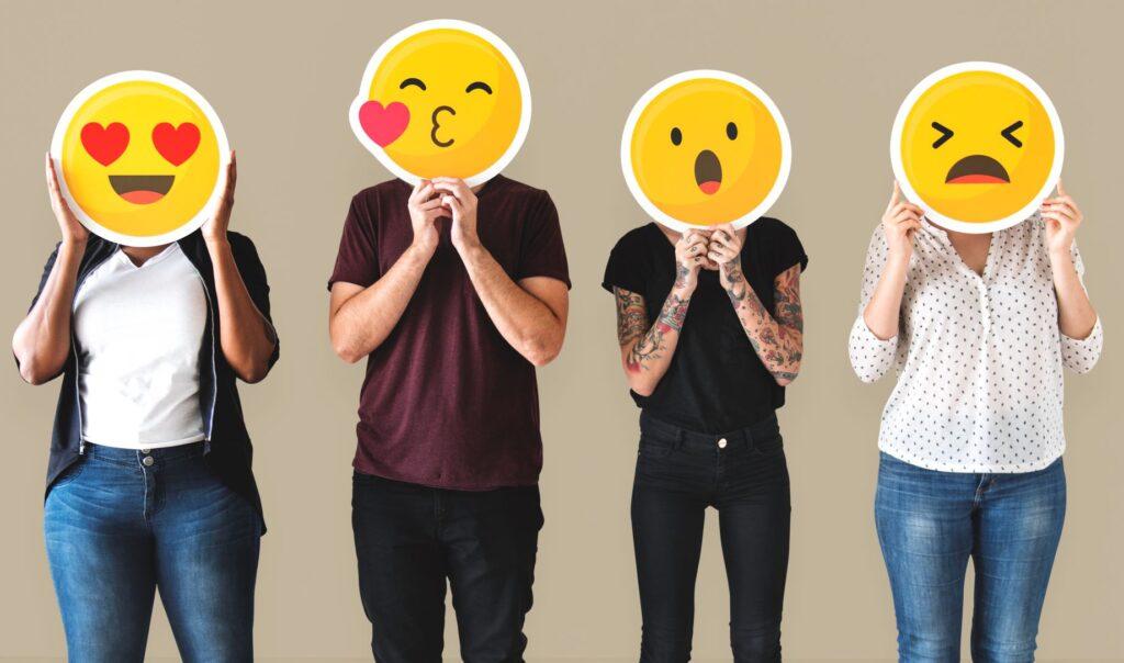 Personas con diferentes emociones