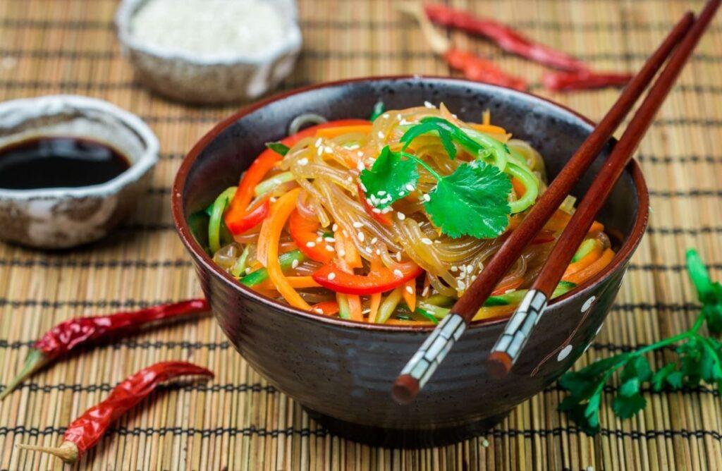 Comida coreana Japchae